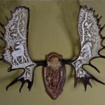Медальоны из рогов лося