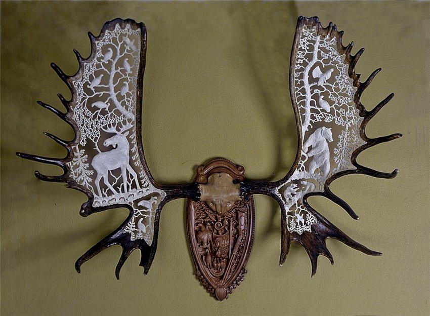 Рога на медальоне